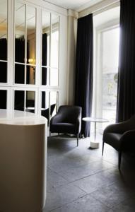 Kar's Hotel 4